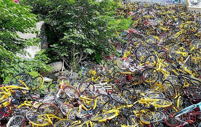 """最严""""限令""""发布一周:共享单车违停乱象如何管?"""