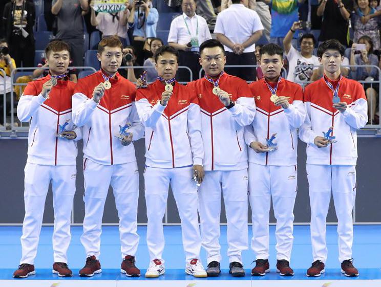 全运会乒乓球男团颁奖仪式 上海队登上冠军领奖台