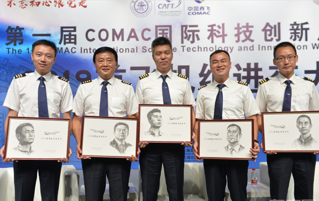 """C919首飞机组走进上海交大 与师生""""面对面"""""""