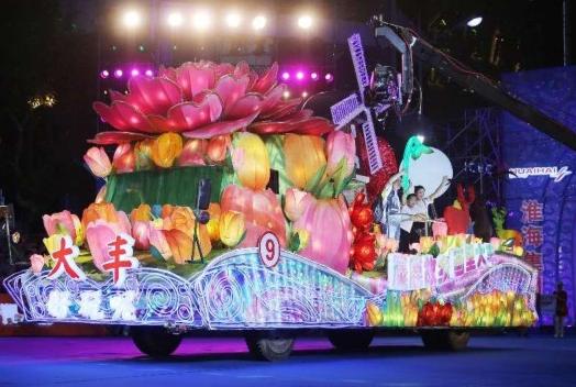 30余萬市民遊客共賞上海旅遊節花車巡遊