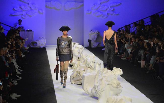吉承女装品牌作品亮相上海时装周