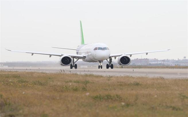 C919国产大型客机101架机转场阎良