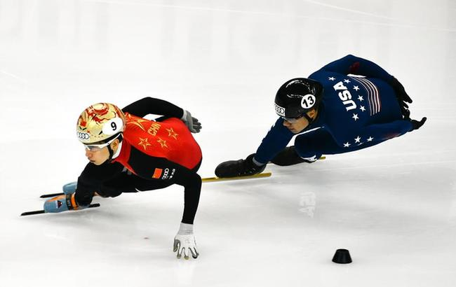 世界杯上海站:美国队打破男子5000米接力世界纪录
