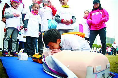 上海青少年应急安全主题城市定向赛举行