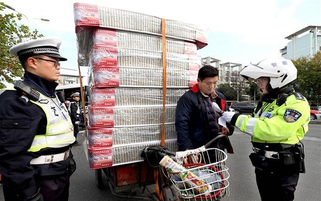 上海:集中整治非机动车、行人交通违法行为