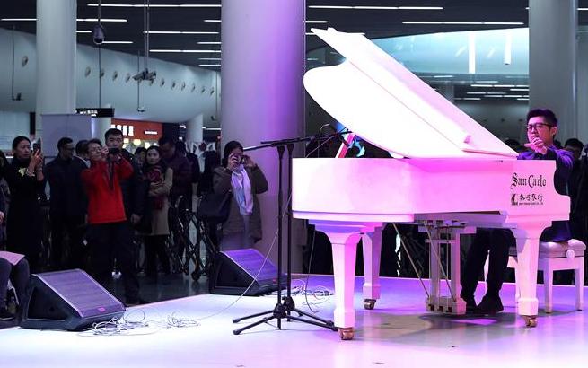 上海地铁音乐角举行第500场公益演出