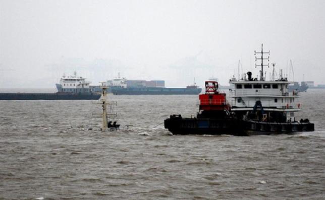 上海吴淞口锚地一船沉没