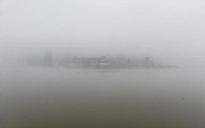 上海发布大雾橙色预警 机场航班延误