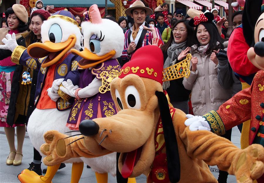 上海迪士尼启动迎接中国农历狗年春节系列活动