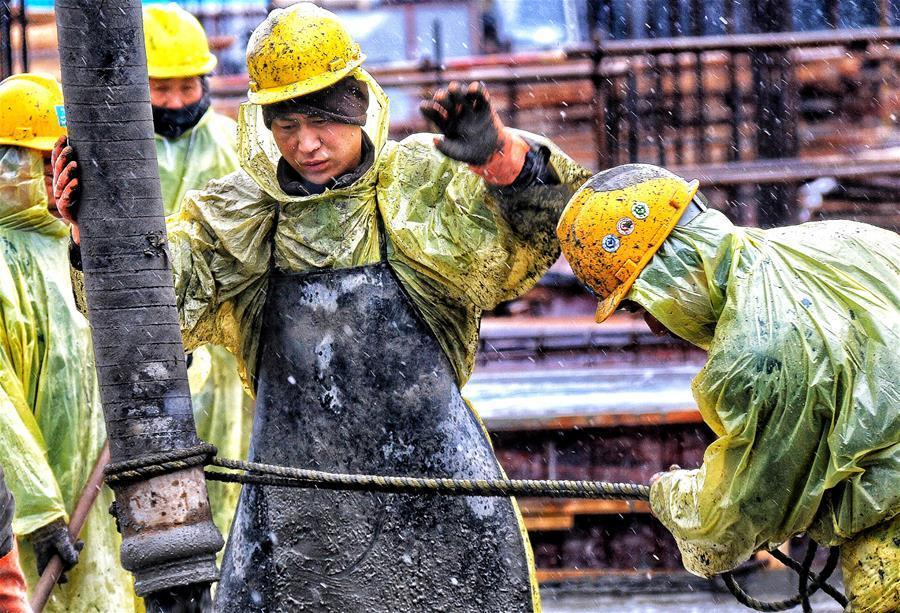 风雪中的劳动者