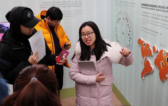 上海科技馆举办狗年生肖展