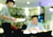 """春节间食品消费领域""""餐馆有人吸烟""""举报最多"""