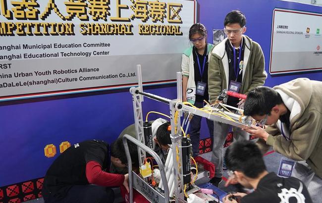 上海:机器人赛场显身手