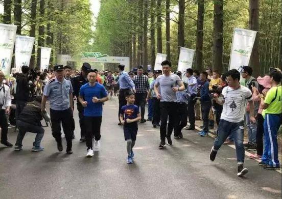 跑遍江苏!奥运冠军杨威领跑黄海森林迷你马拉松