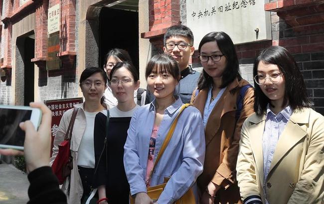 上海:参观渔阳里 追忆共青团史