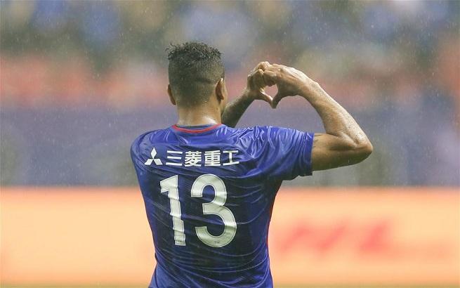 足球——中超:上海绿地申花胜重庆斯威