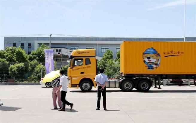 上海:无人驾驶重型卡车开始路测