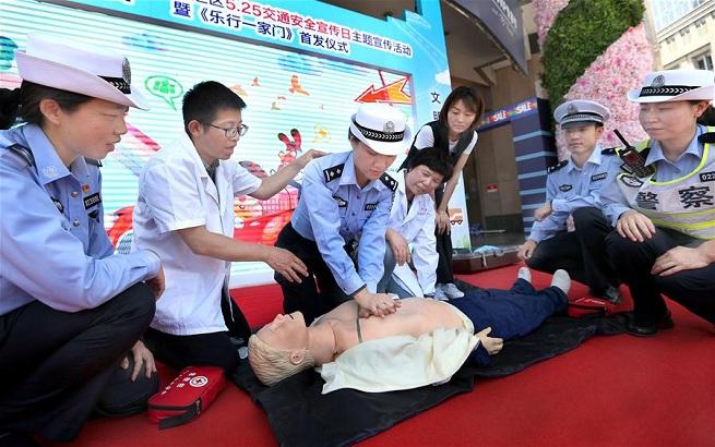 """""""警医合作""""文明交通宣讲团在上海成立"""