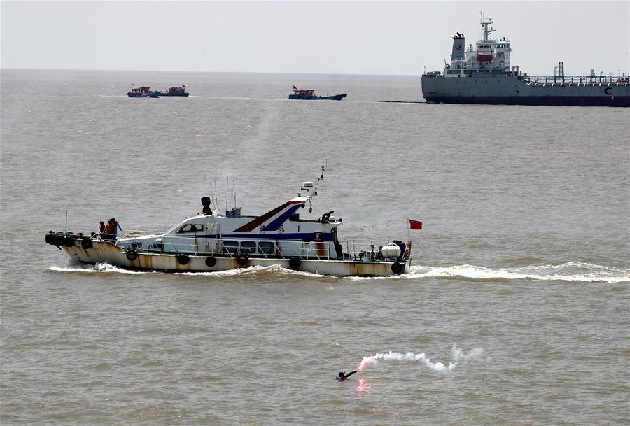 杭州湾北岸水域举行综合演习