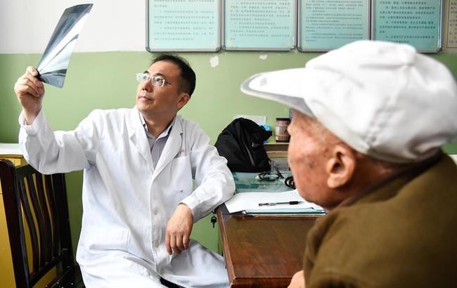 上海专家送医到边疆