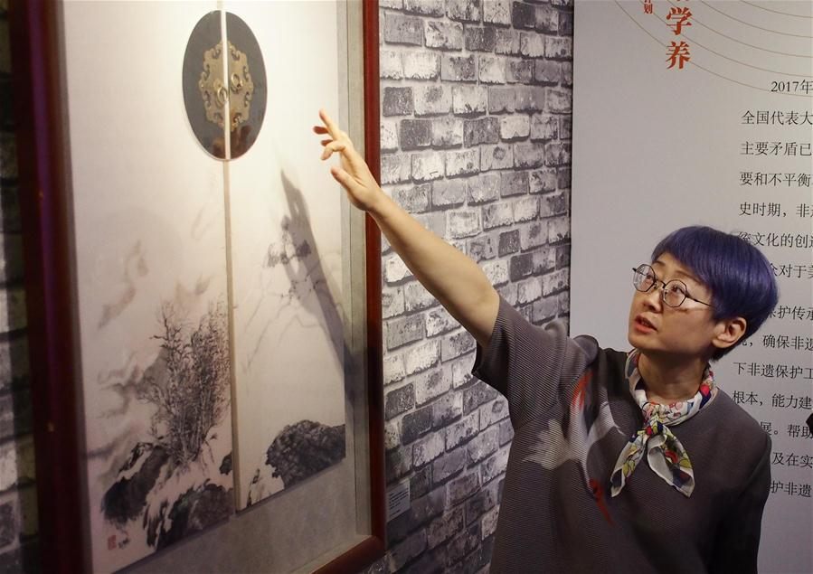 上海展示高校培训非遗传承人成果