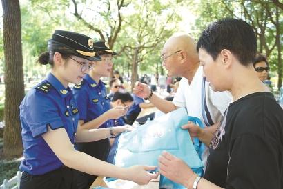 """700多名""""90后""""上海城管,高学历有用武之地"""