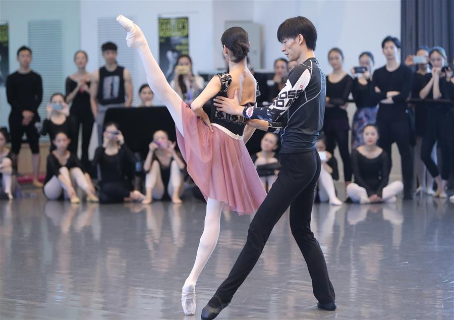 """""""2018顶尖舞者巡回课堂""""活动在上海举行"""