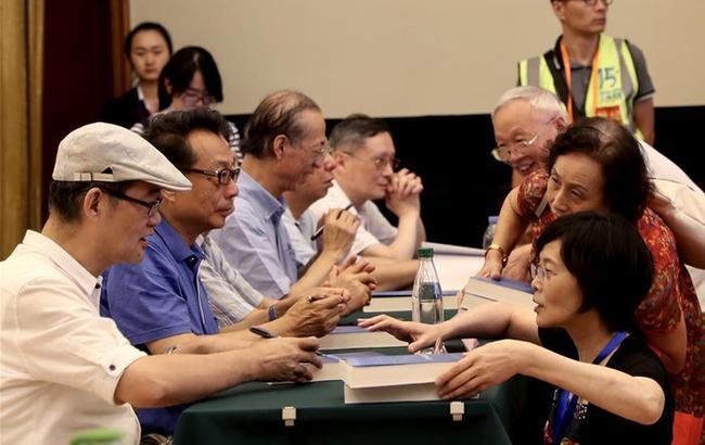 《上海改革开放40年——那些年,我们的故事》新书在上海书展首发