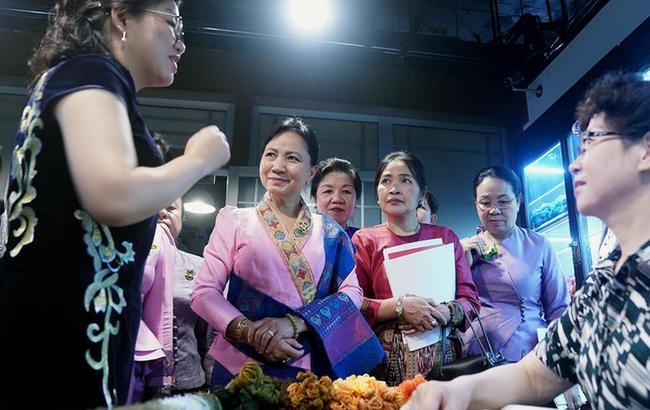老挝妇女代表团访问澳门永利网上娱乐