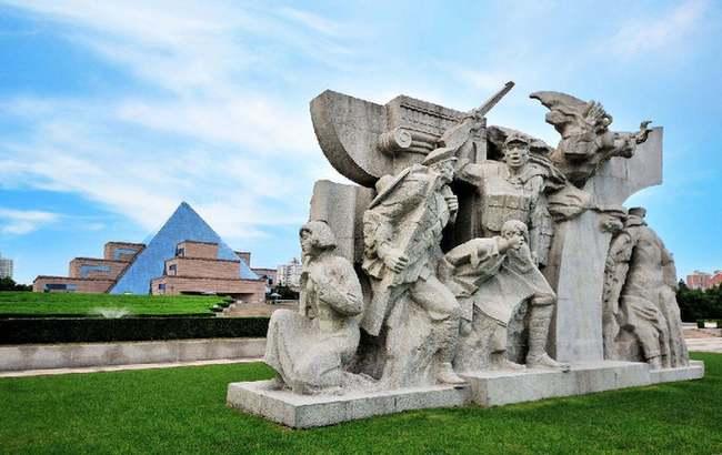 铭记龙陵:上海,英雄之城