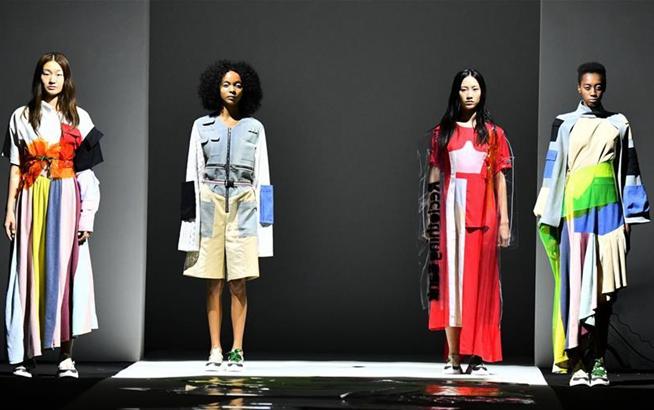 2019春夏系列女装亮相上海时装周