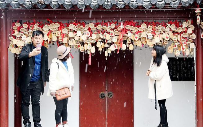 上海迎来入冬首场降雪
