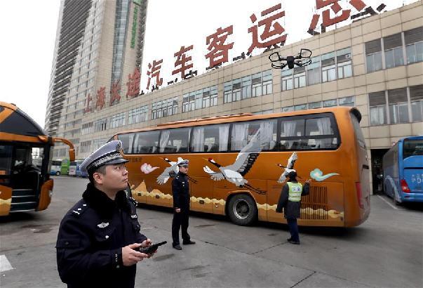 上海:无人机助力交警执法