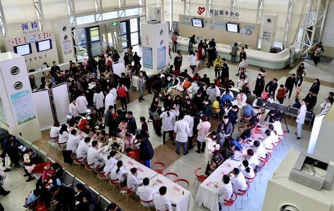 上海:儿科医院举行?#22868;?#30149;义诊