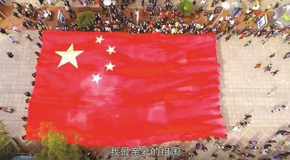 数千人为祖国放歌,南京路沸腾了!