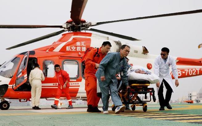 爭分奪秒空地接力 直升機架起生命通道