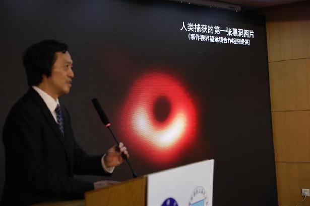"""人類首次""""看見""""黑洞"""