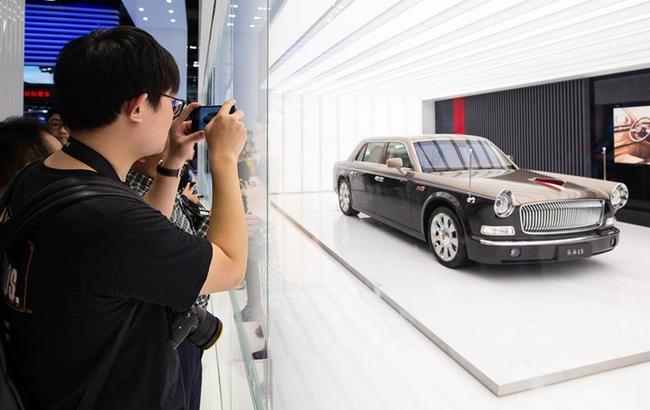 上海国际车展迎周末客流高峰