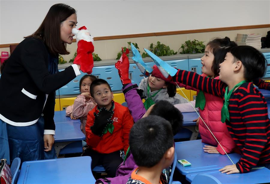 """纪晞宇:让木偶更有""""戏"""" 让公益更有趣"""