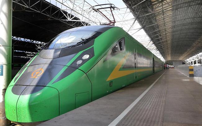 """上海:復興號""""綠巨人""""助力假期客運服務"""