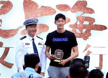 """上海举行""""无违法、无事故""""交通安全宣传日活动"""