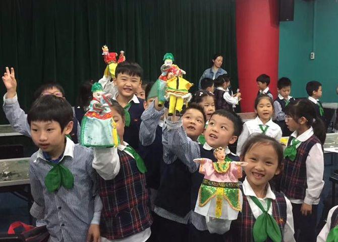 """走进上海木偶剧团学做传统木偶,传承""""非遗"""""""