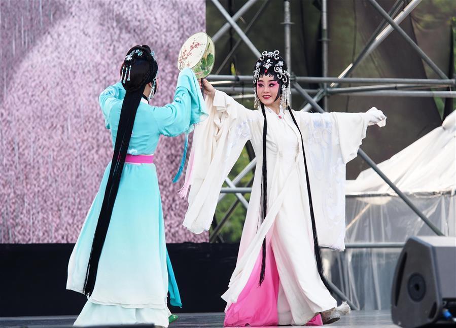 文华奖获奖演员在沪进行公益惠民演出