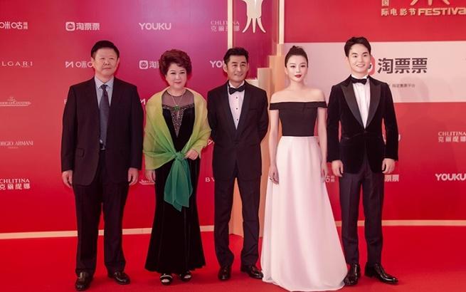 第22届上海国际电影节开幕 《过山榜》剧组红毯精彩亮相