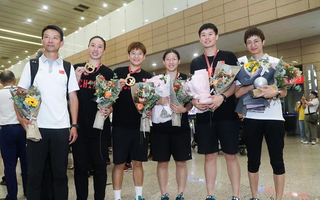 中国女子三人篮球队凯旋