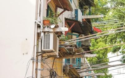 沪发生多起建材脱落事件 城市上空的风险如何防