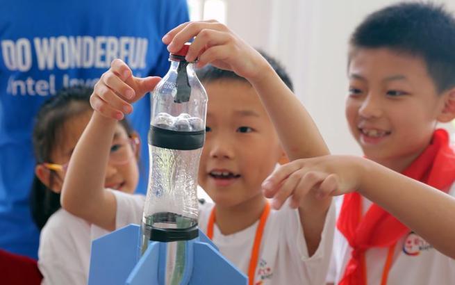 上海:科技活动为爱心暑托班添乐趣