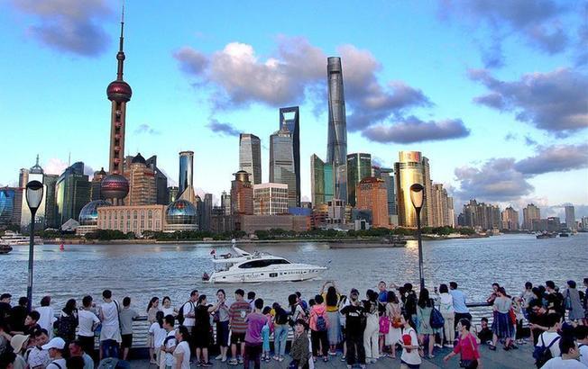 上海:蓝天白云水晶天