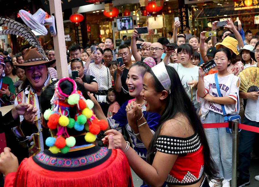 上海:云南昆明风情展演亮相豫园