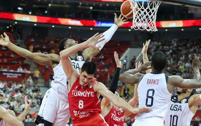 篮球世界杯小组赛:美国队战胜土耳其队